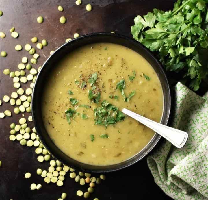 Veganiška žirnių ir bulvių sriuba